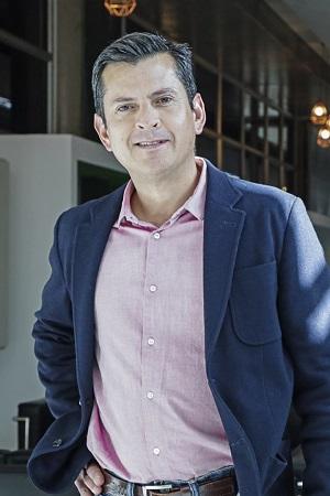 Profesor FEN UNAB realiza charla a estudiantes de Colombia