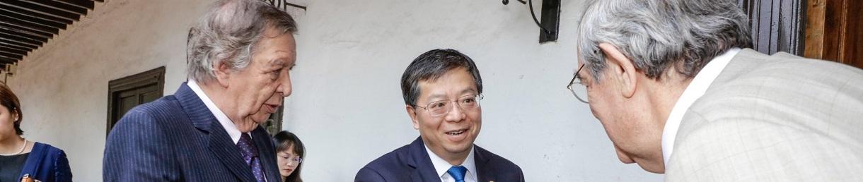 Tsinghua y UNAB firman memorandum de entendimiento
